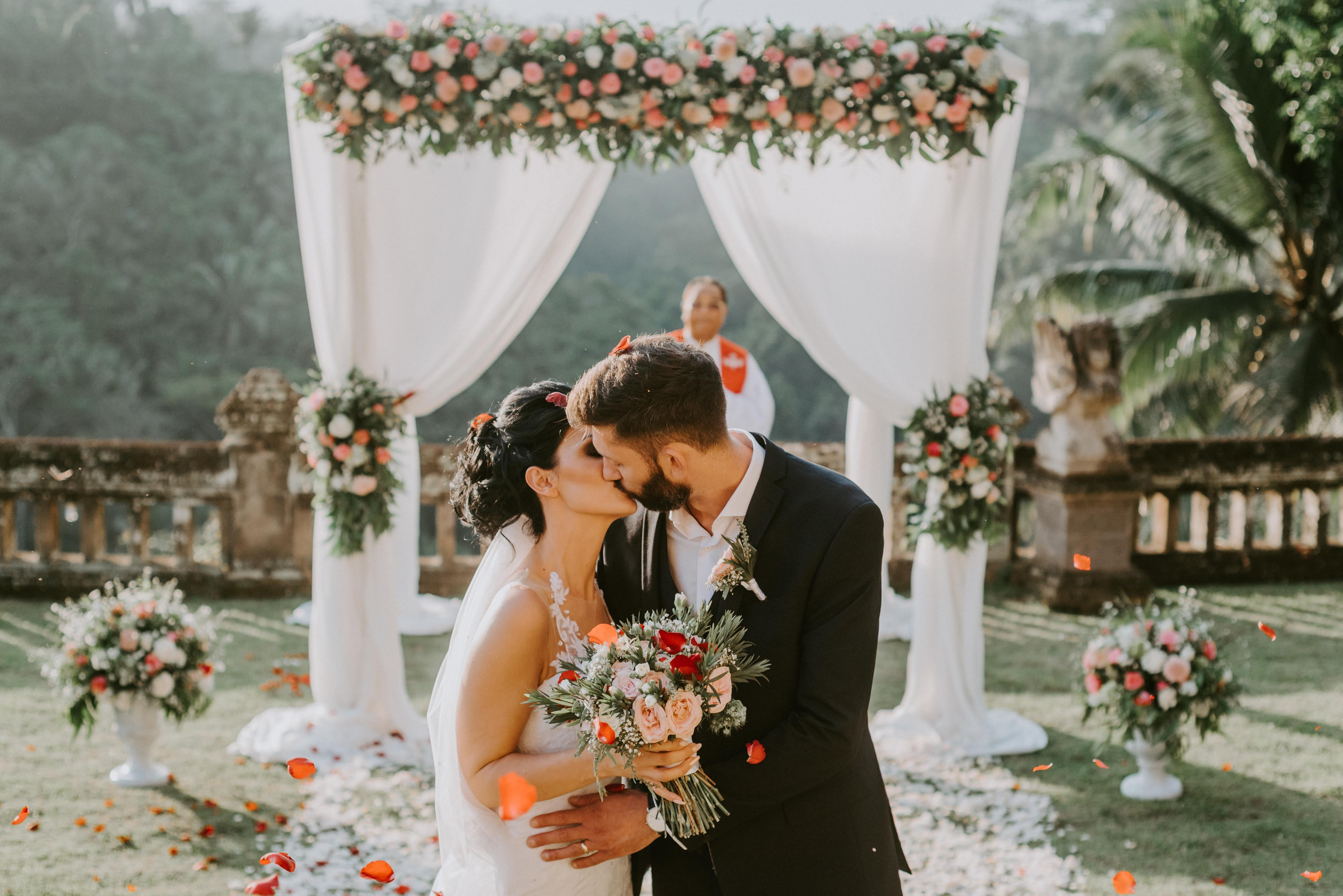 Eloping in Bali - Ubud temple garden wedding by Bali Moon Wedding (11)